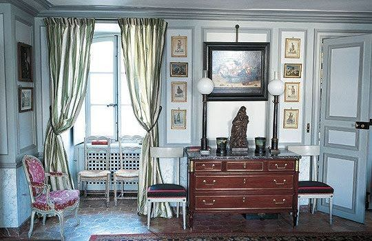 Image via The essence of Frenchness: A beautiful Parisian apartment