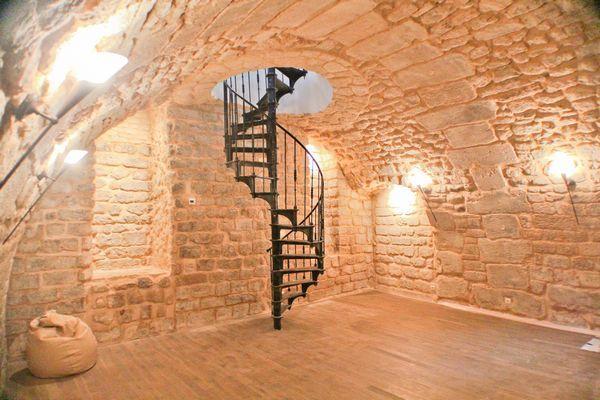 Best Antique Iron Spiral Staircase In 2019 Spiral Stairs 400 x 300