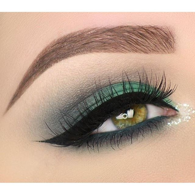 We're green with envy over this look @taniawallerx3 created using our NEW waterproof so fine micro liner! #tartecosmetics #tarteunderthesea #eyeliner #eyelovetarte #tartelette #naturalartistry