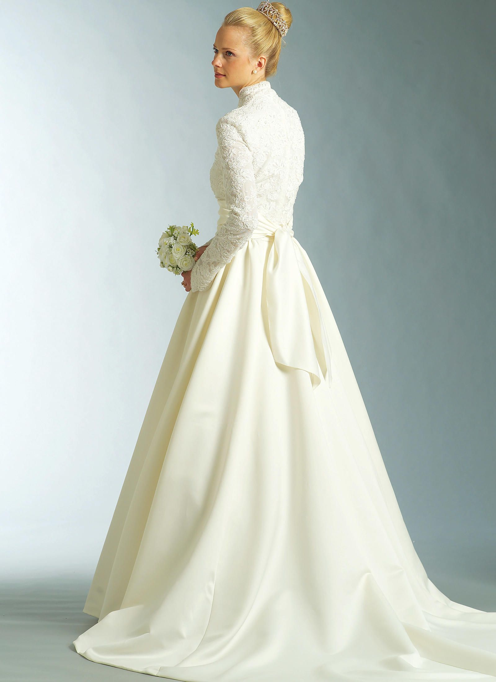 Wedding dress patterns with sleeves  V  Vogue Patterns  wedding dresses  Pinterest  Vogue