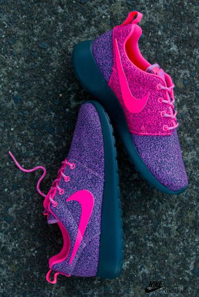 5ab9e3dac302 Here are top 5 hacks to keep your white Sneakers from changing colors like  a chameleon. shoes Nike free runs Nike air max Discount nikes Nike free  runners ...