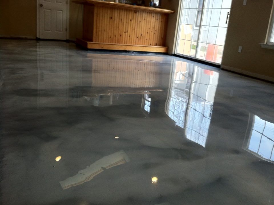 Titanium And Charcole Pearl Concrete Floor With Reflector