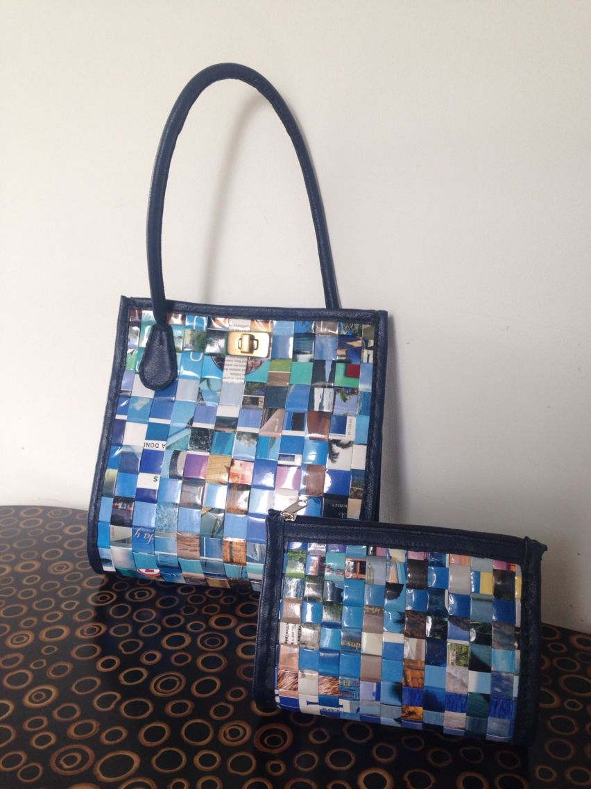 Juego bolso cosmetiquera papel reciclado y cuero en azules