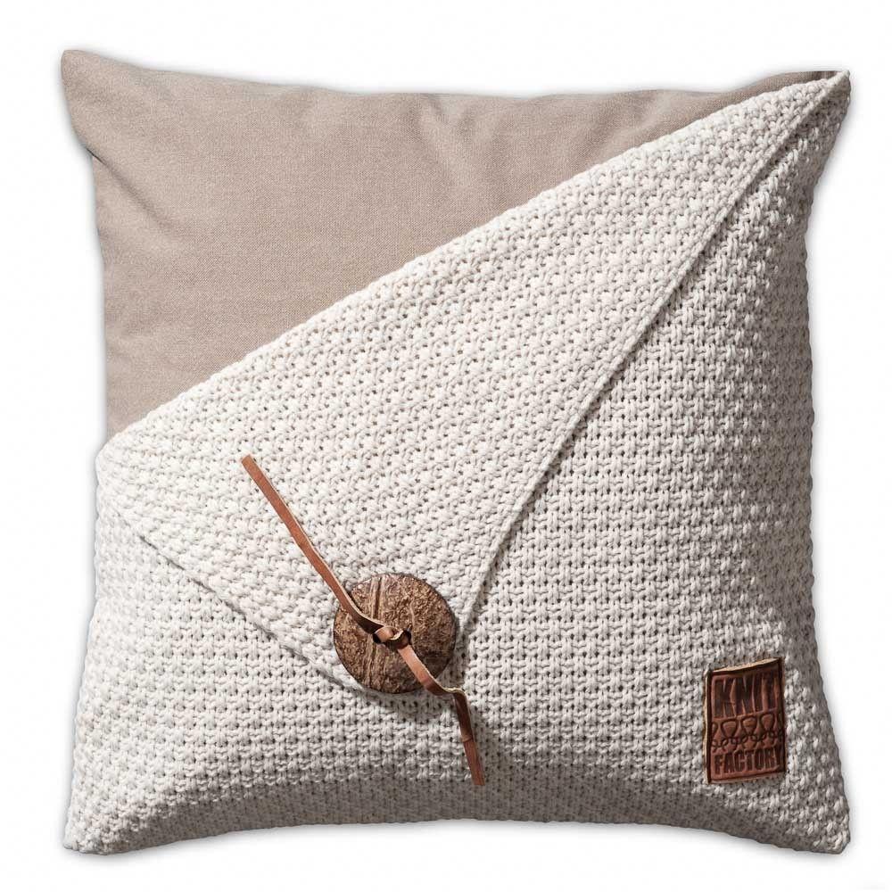 Knit Factory gebreid kussen gerstekorrel beige 50x50