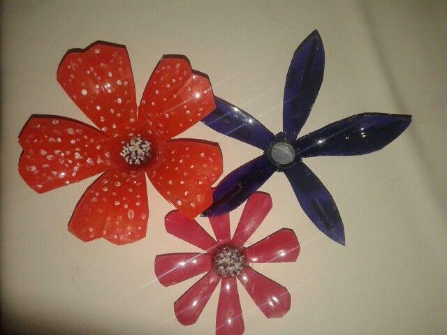 Flores hechas con botellas de plastico manualidades - Flores de plastico ...