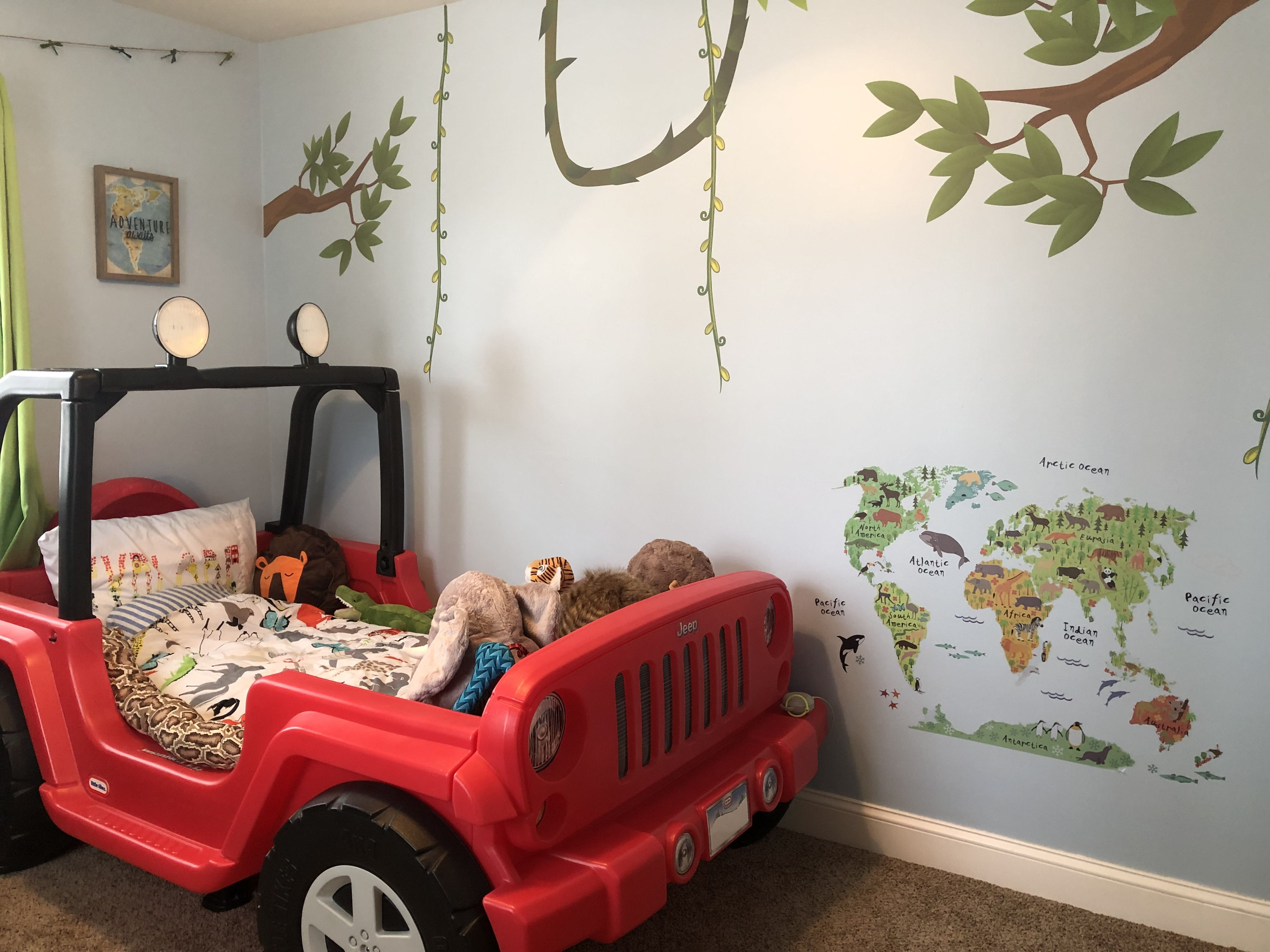 Toddler jungle room with Little Tikes Jeep bed Toddler