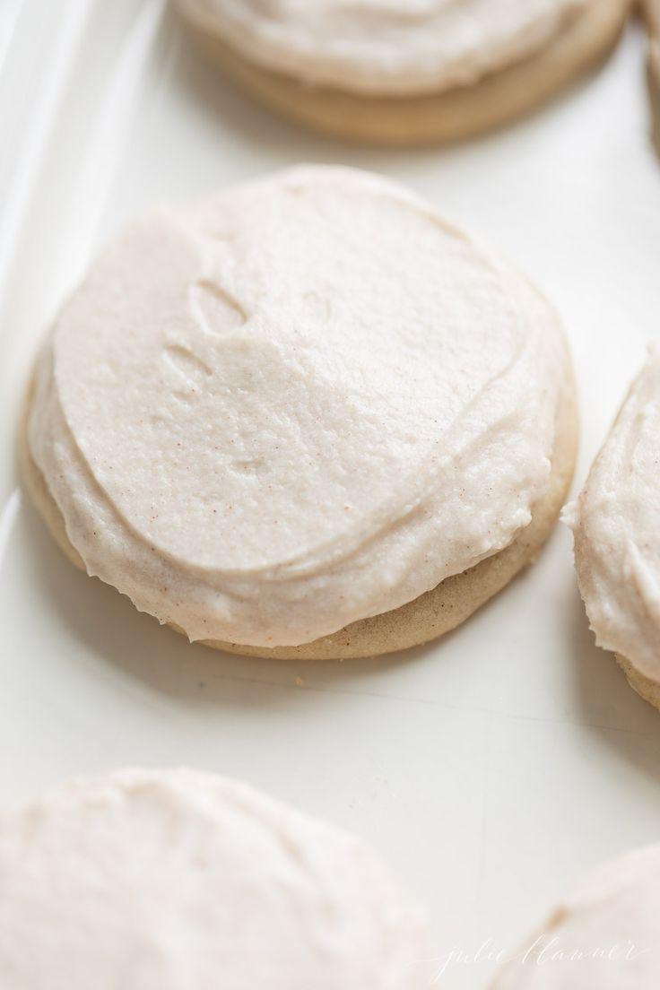 Easy Cinnamon Frosting | Julie Blanner #cinnamonsugarcookies