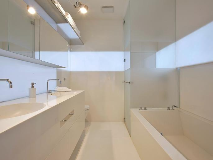 Kleines Bad, Weiß, Spiegelschrank