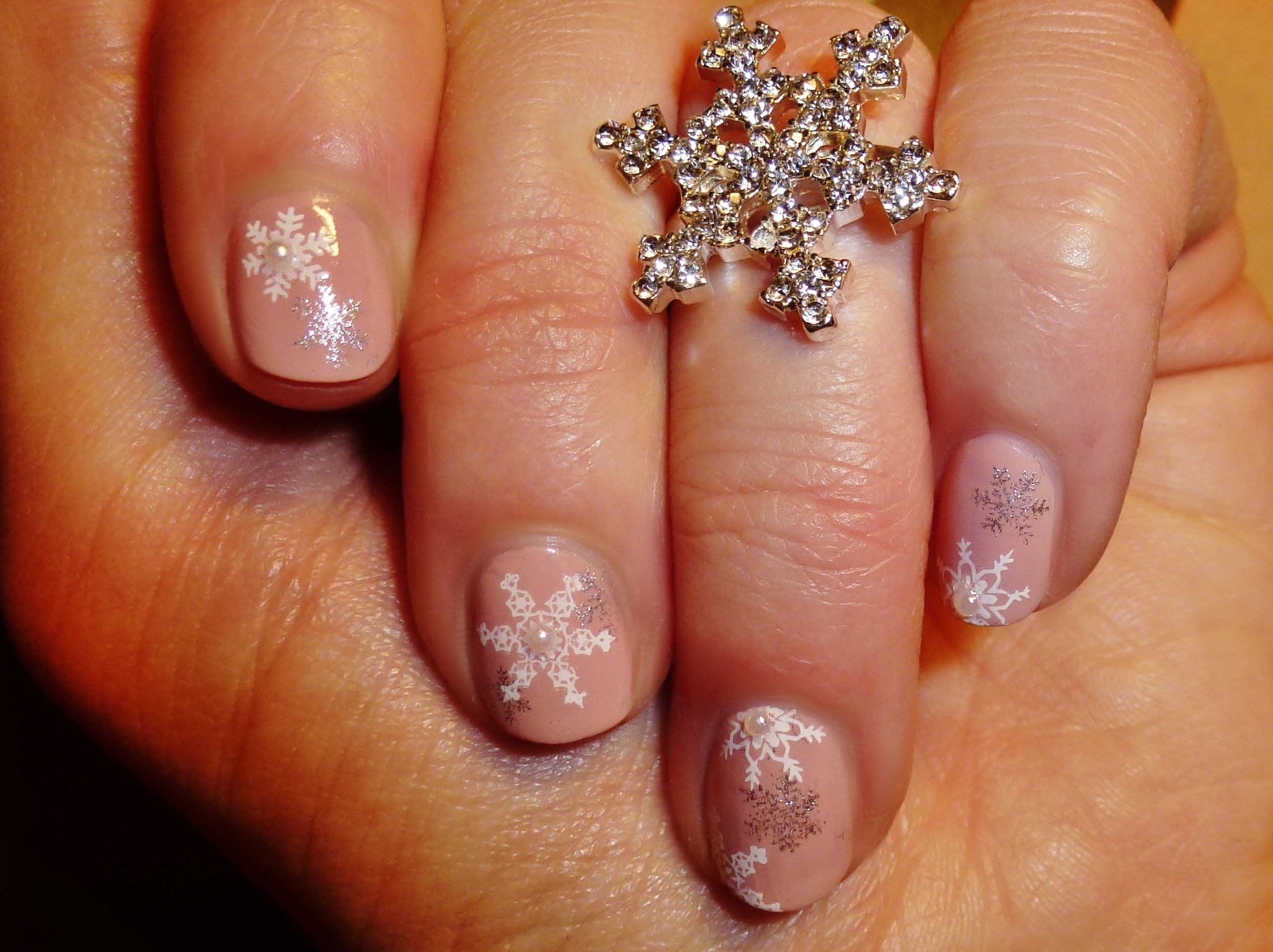 Hochzeitsnägel Apricot Snowflakes On Nude My Own Naildesign Pics Nail Designs