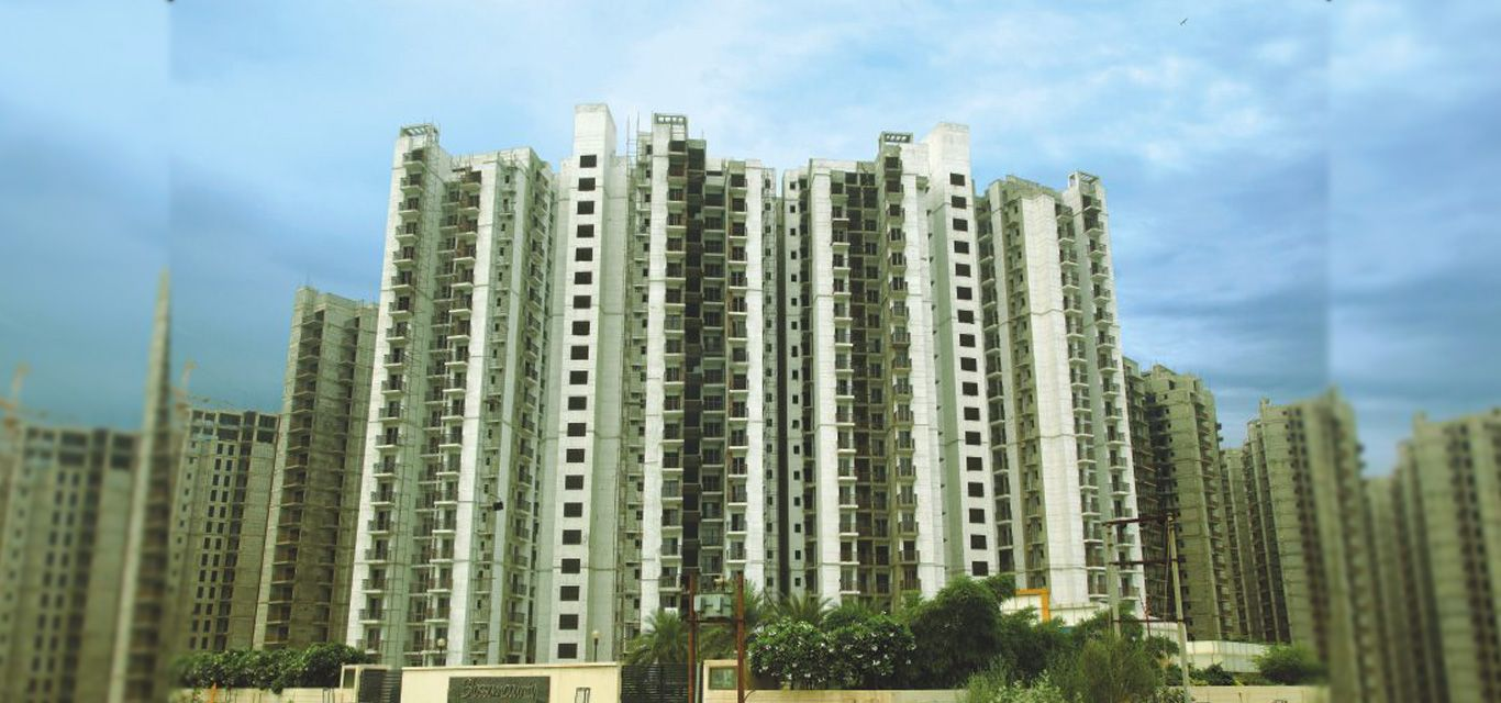Blossom County 2 3 4 Bhk Apartments At Sector 137 Noida Expressway Noida 360 Realtors Noida Modern Pools Residential Apartments