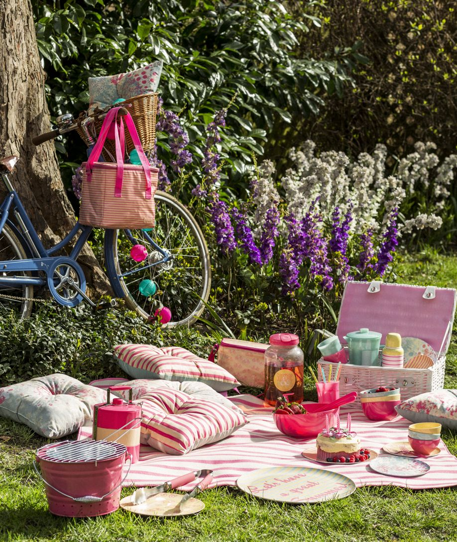 Picnic blanket and vintage bike / Sainsburys / Style Made Simple ...