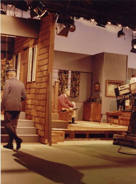 Would You Be The Behind The Scenes Pic Of The Day S Neighbor Mr Rogers Mister Rogers Neighborhood Fred Rogers
