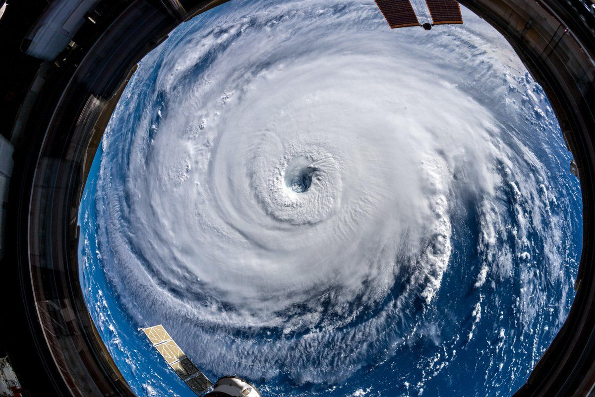 Hurricane Florence From The Iss Alexander Gerst European Space Agency Twitter Florence Hurricane Eye Of The Storm