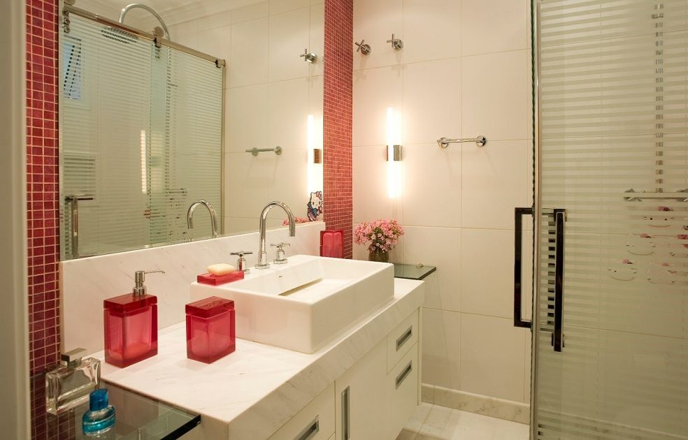 Banheiro com Arandela e Pastilha