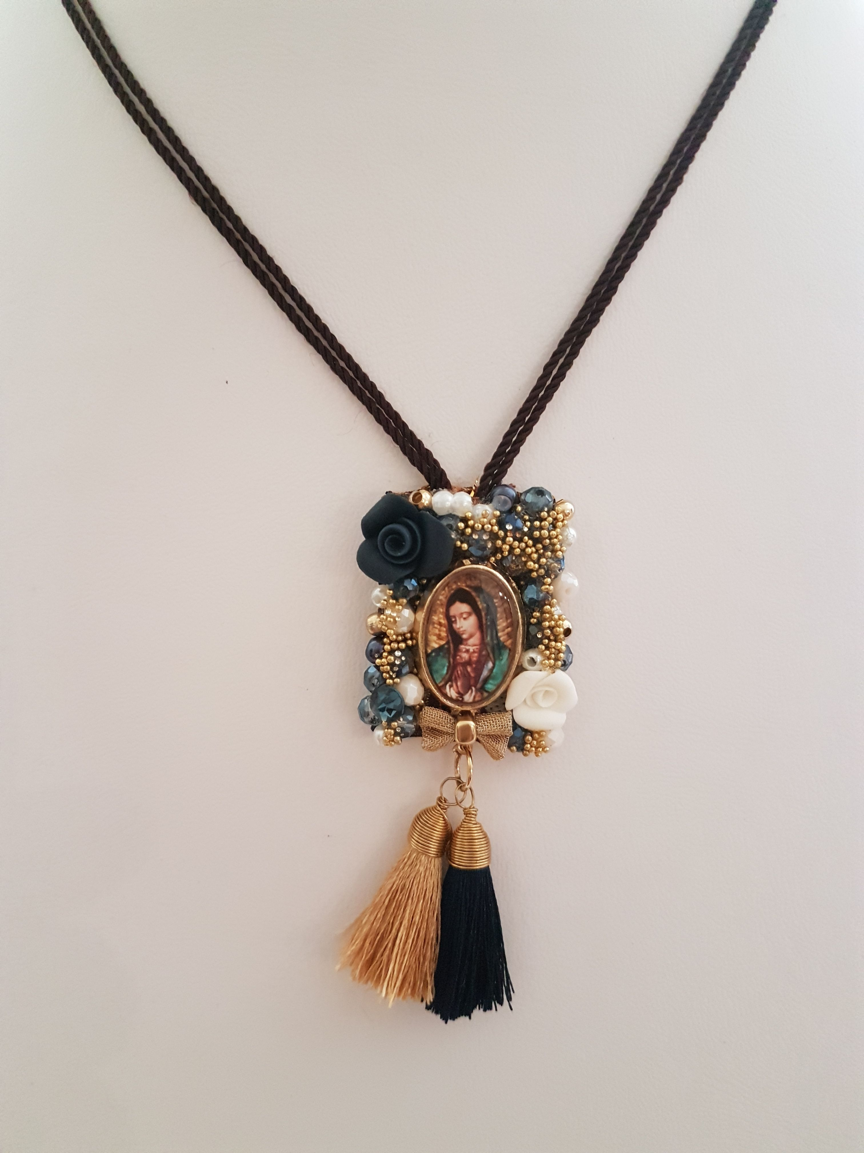 db3417b48c4d Escapulario Virgen Guadalupe bordado a Mano. Beautiful Scapular Lady  Guadalupe. Artesania Mexicana Collar Hecho