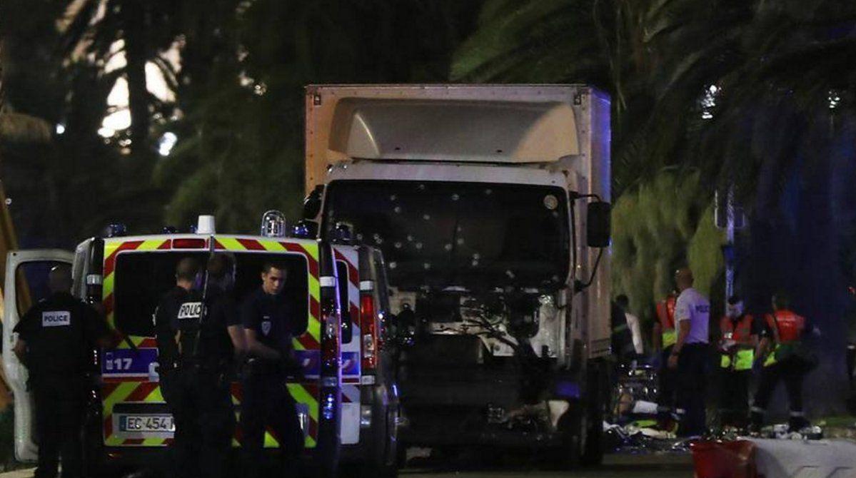 """En esta aciaga noche en la que el terrorismo islamista ha golpeado con fiereza al pueblo francés, todo el staff de """"La Voz de Israel""""condena el atentado, se solidariza con las victimas,…"""