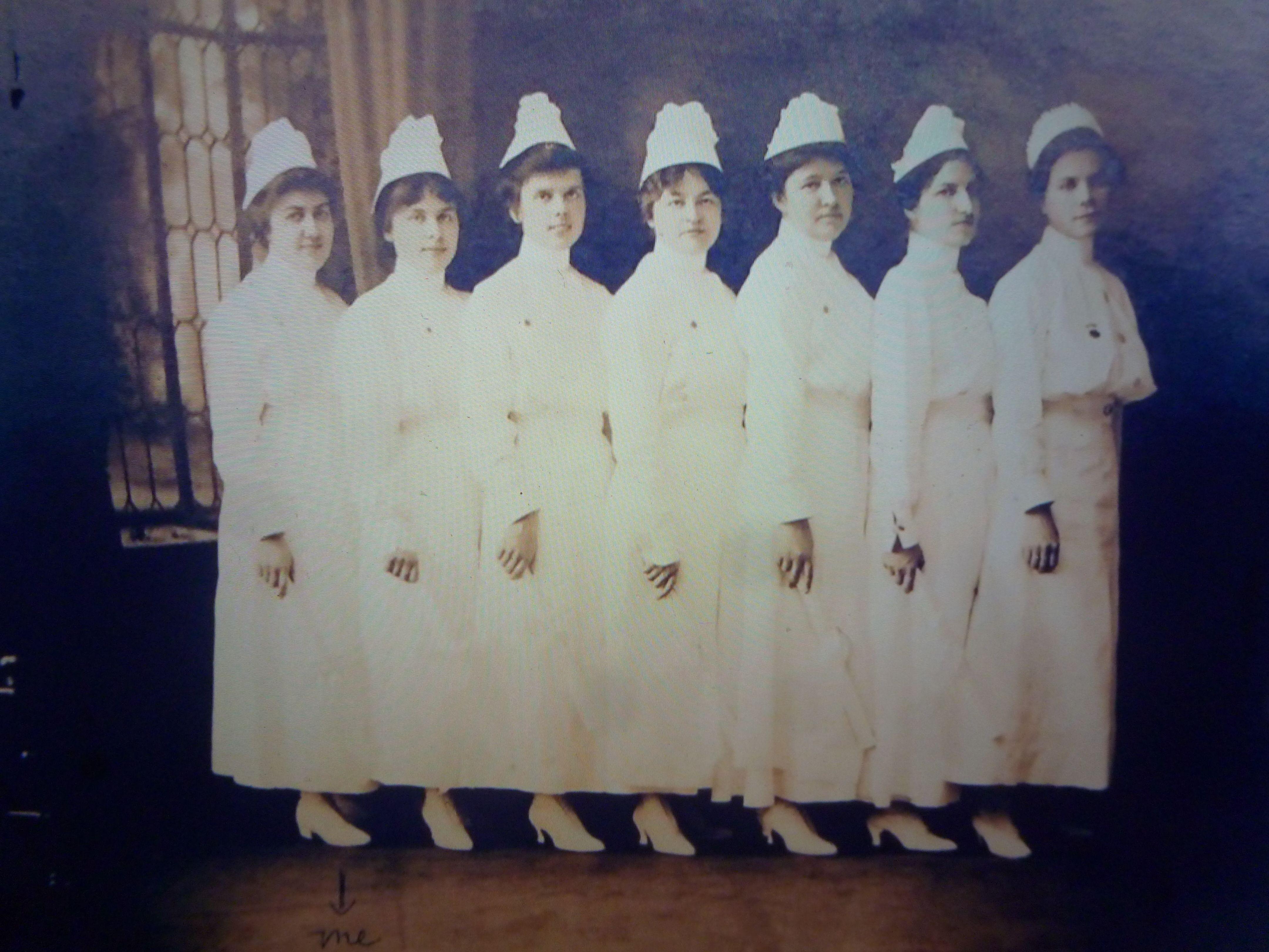 USA 7 verpleegsters op een rij eind jaren 10.