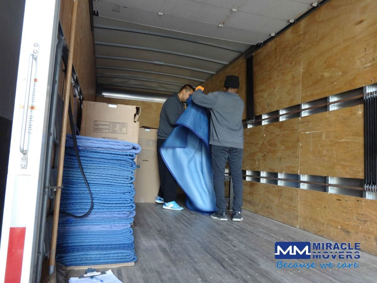 Toronto Professional Moving Service Wrapping Carefully Each Item With Additional Blankets Mir Moving Services Toronto Ottawa