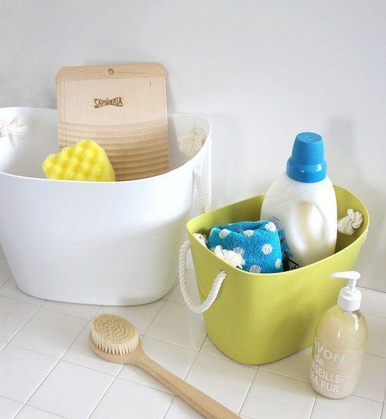 Deze multi-functionele manden kunnen gebruikt worden voor de was, boodschappen, tijdschriften, speelgoed en nog zoveel meer! Gemaakt van flexibel kunststof met een stevig koord als handvat. Niet alleen handig in gebruik maar ook een eye-catcher in elk interieur.   #storage #laundry #bathroom
