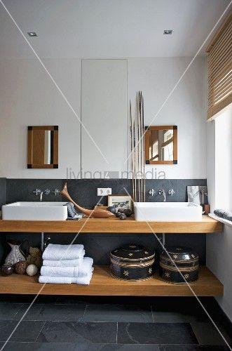 living4media - kunsthandwerkliche dekoration und grauer schiefer,