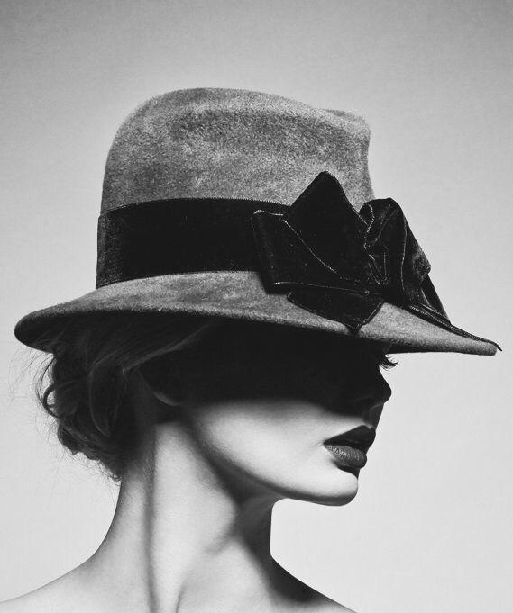 Avec un chapeau