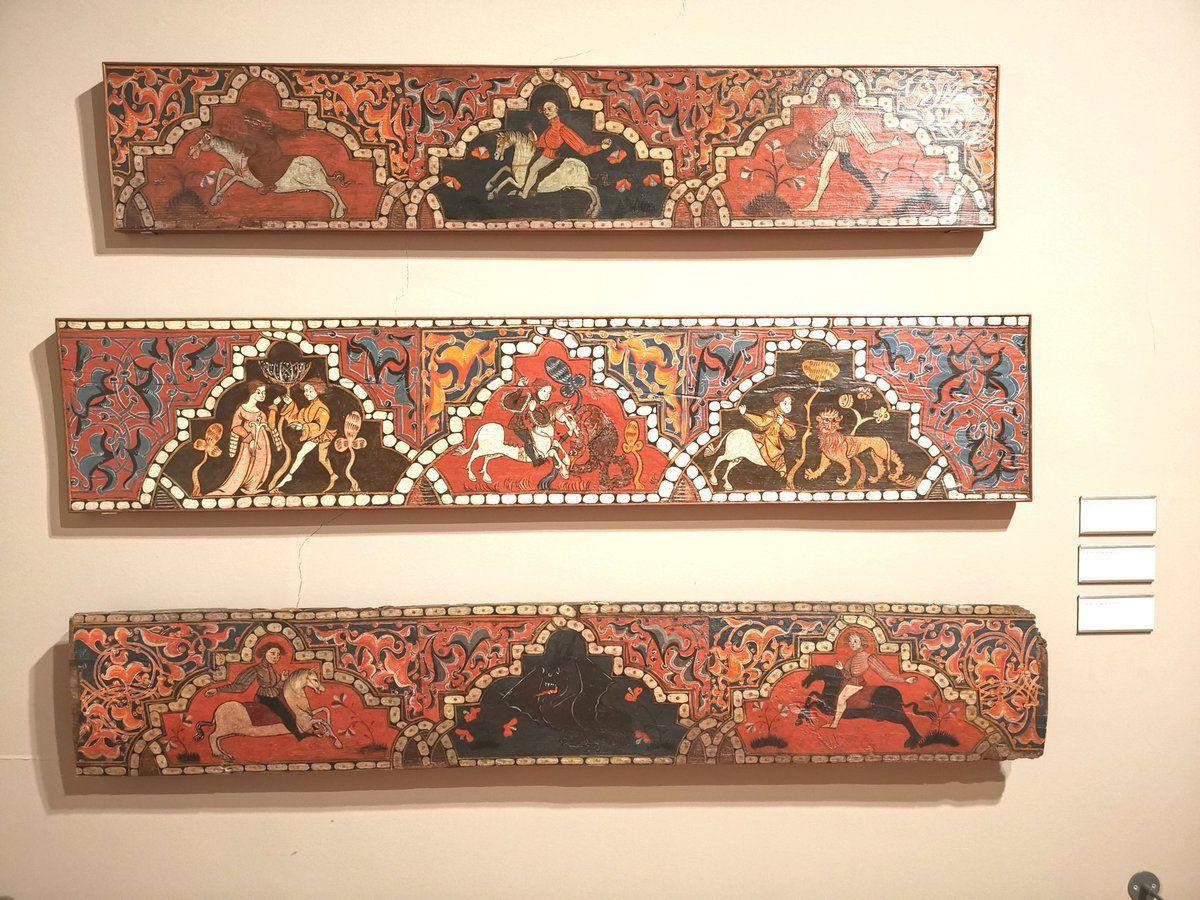 Curiel De Los Ajos城の天井装飾に使われた梁 イスラム教徒の服装を