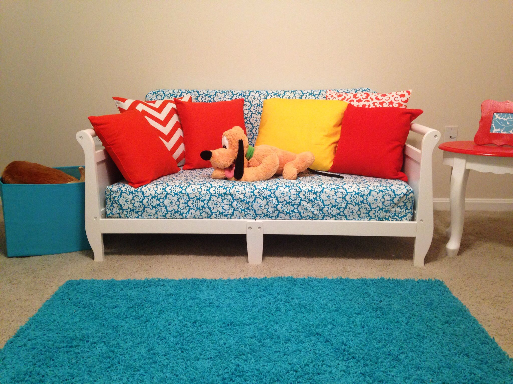 Upcycling Playroom sofa from Toddler Beds