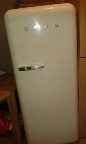 Smeg fridge freezer cream retro https://t.co/E2nMWXNMix https://t.co/nEGpanBnMc
