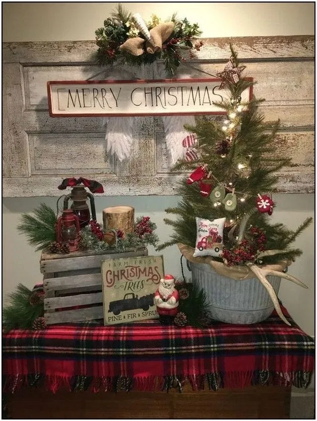 175 warm and welcoming christmas decorated entryway ideas page 9 | Homydepot.com #entrywayideas