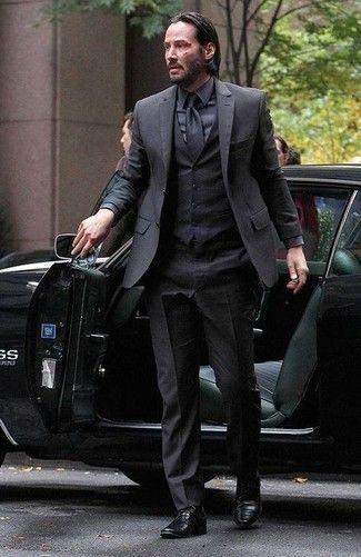 7c7707ab5e Look de Keanu Reeves  Traje de Tres Piezas Negro