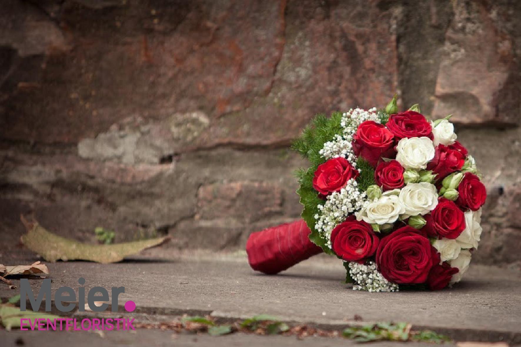 brautstrau rot wei mit rosen von meier eventfloristik. Black Bedroom Furniture Sets. Home Design Ideas