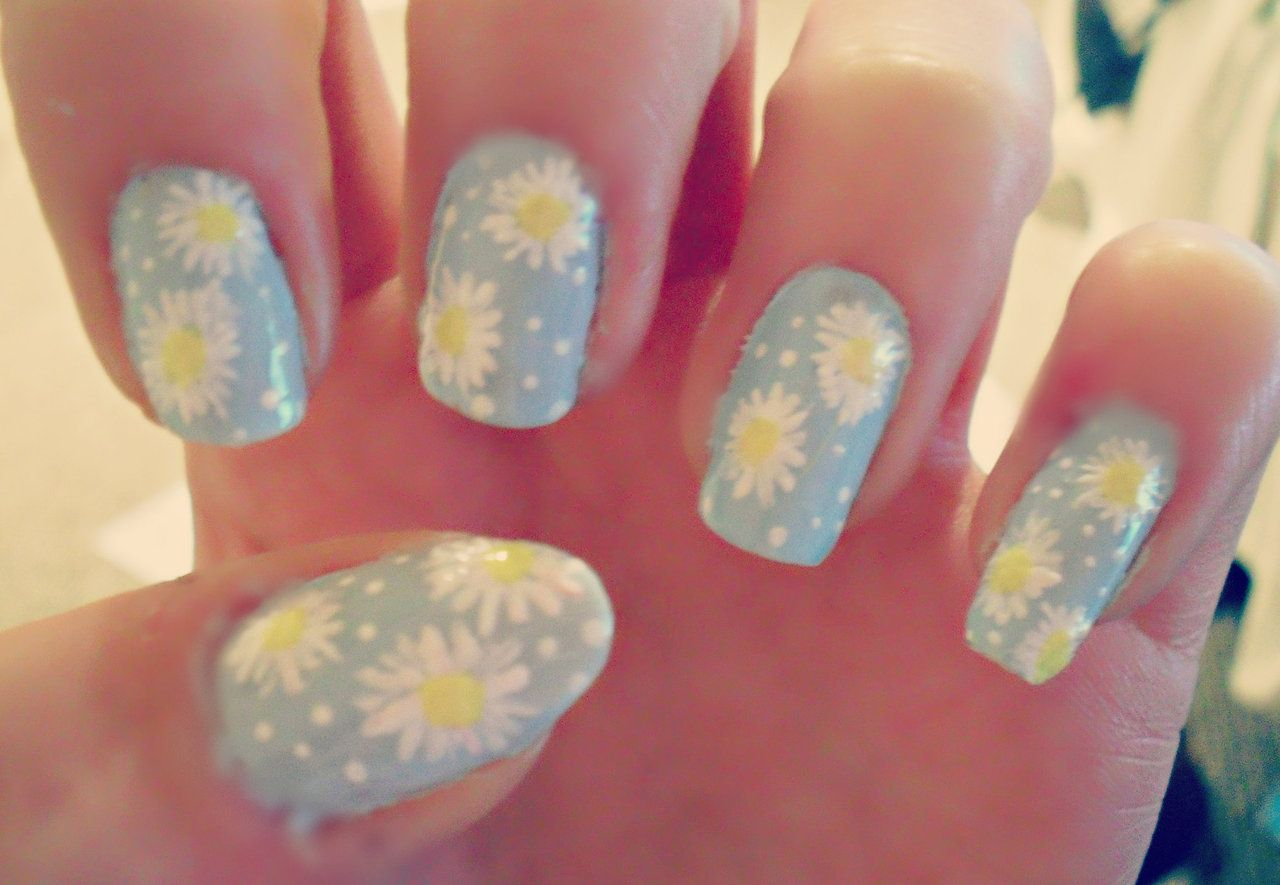 Daisy nails.