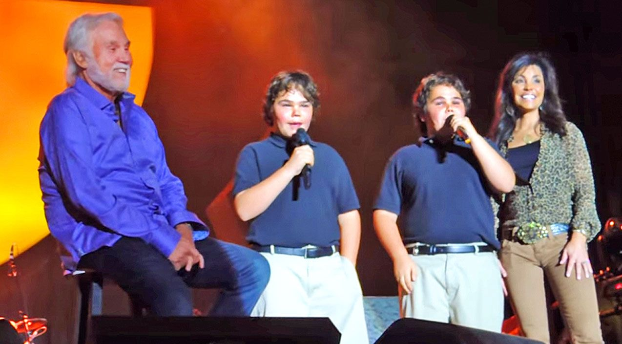 Kenny Rogers 10 Year Old Twin Boys Join Him On Stage At 2014 Fair Twin Boys Country Music Videos Songs