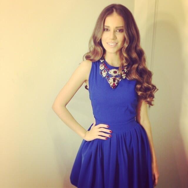 What color shoes match royal blue dress