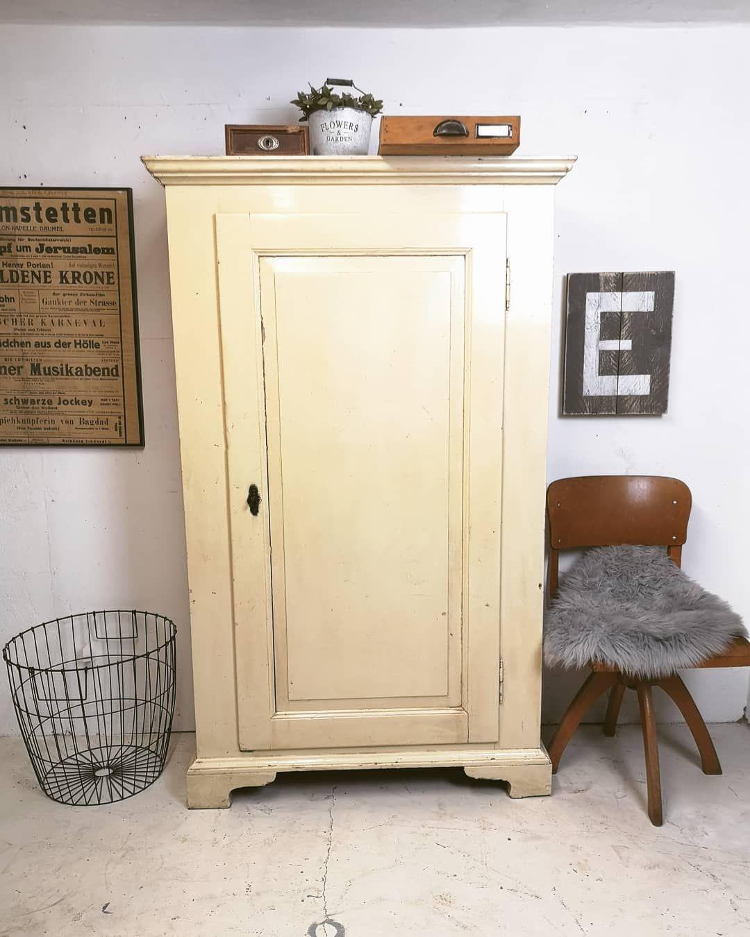 Ein Typischer Scheunenfund Shabby Schrank Wohnzimmer Antik Hyggelig Kommode Vintage Landhaus Landhausinterior Haus Deko Ruckwand Shabby