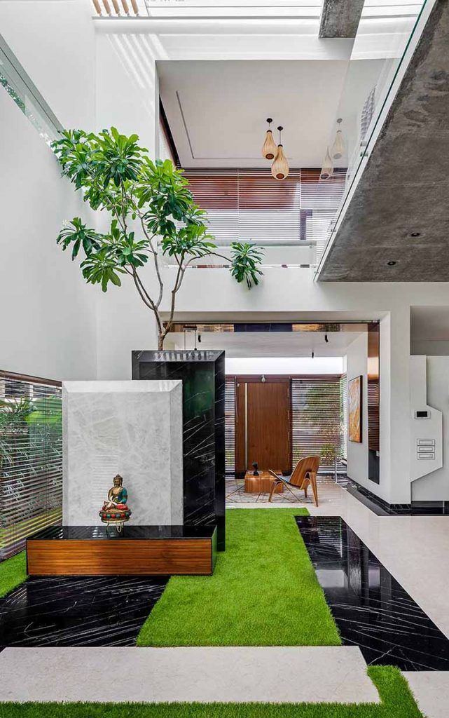 Vastu pliant Home in Bangalore With Traditional Courtyard