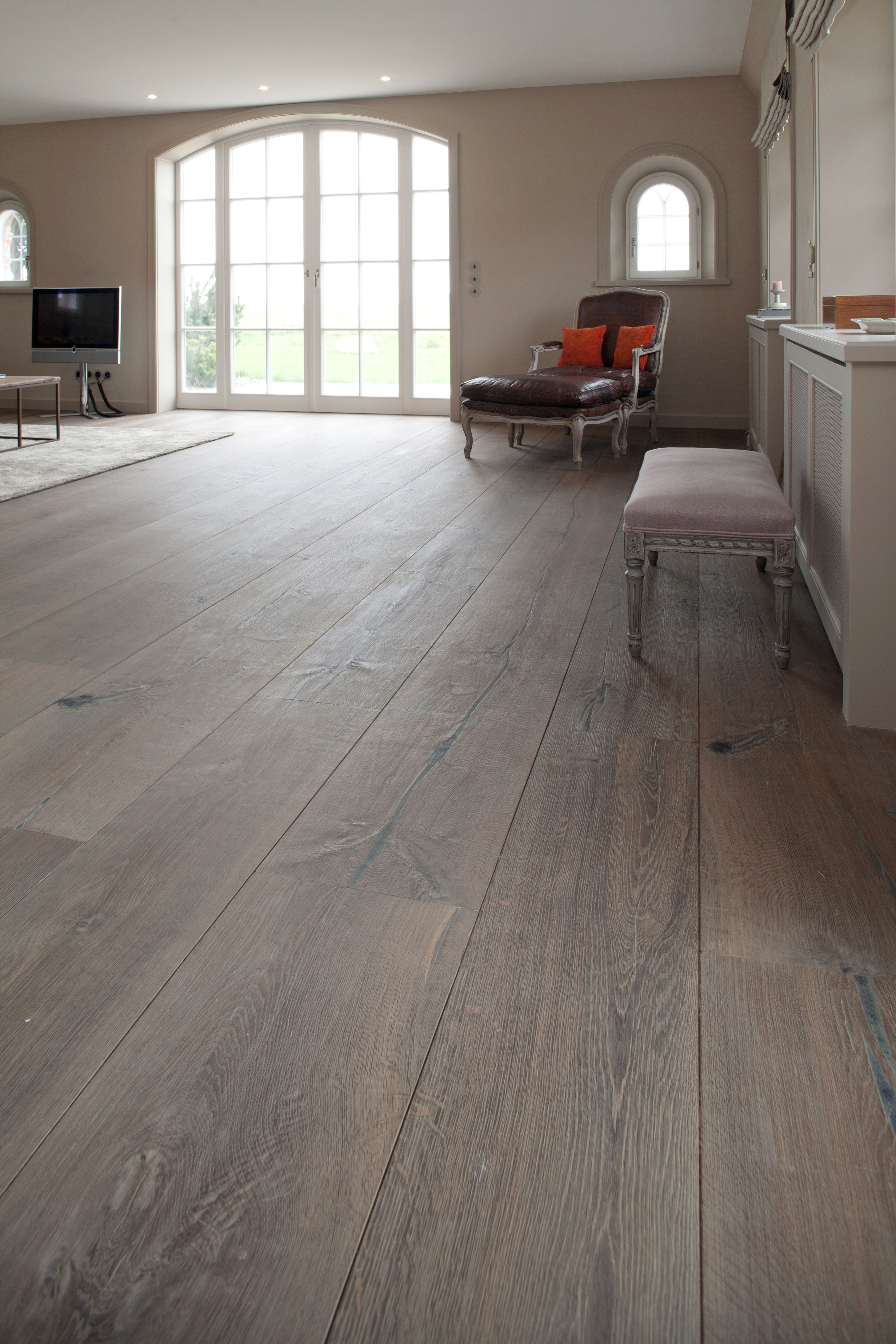 Exclusive XL large OAK flooring. These XL Large flooring can go up ...