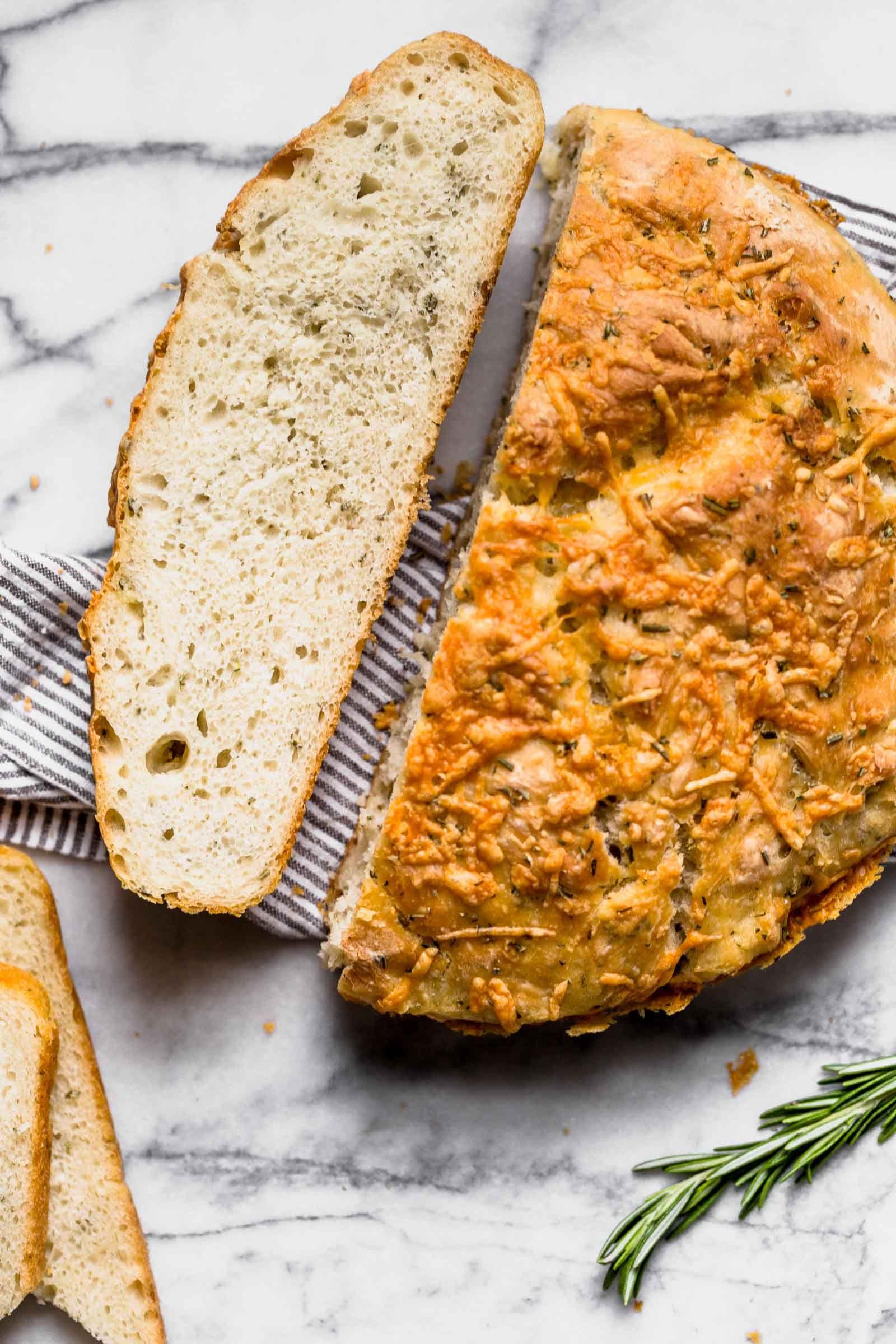 Super easy homemade bread recipe, no kneading involved ...