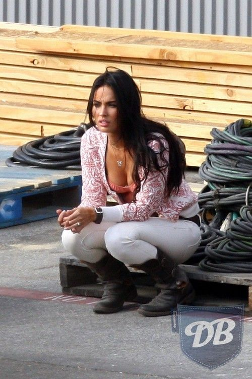 megan fox transformers 2 | fox transformers 2 movie pics Megan Fox on the  set of
