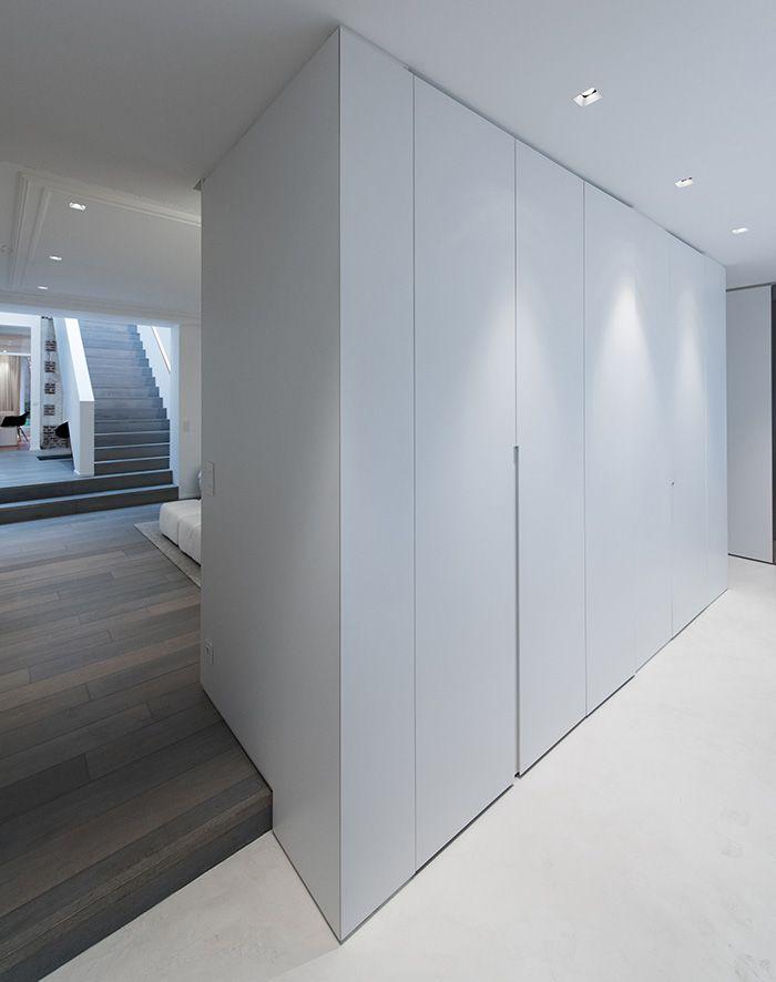 Maison contemporaine design / blanc / intérieur moderne / Entrée