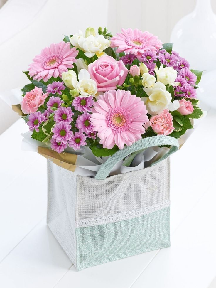 Pin by Sofis on 花 in 2020 Flower box gift, Flowers