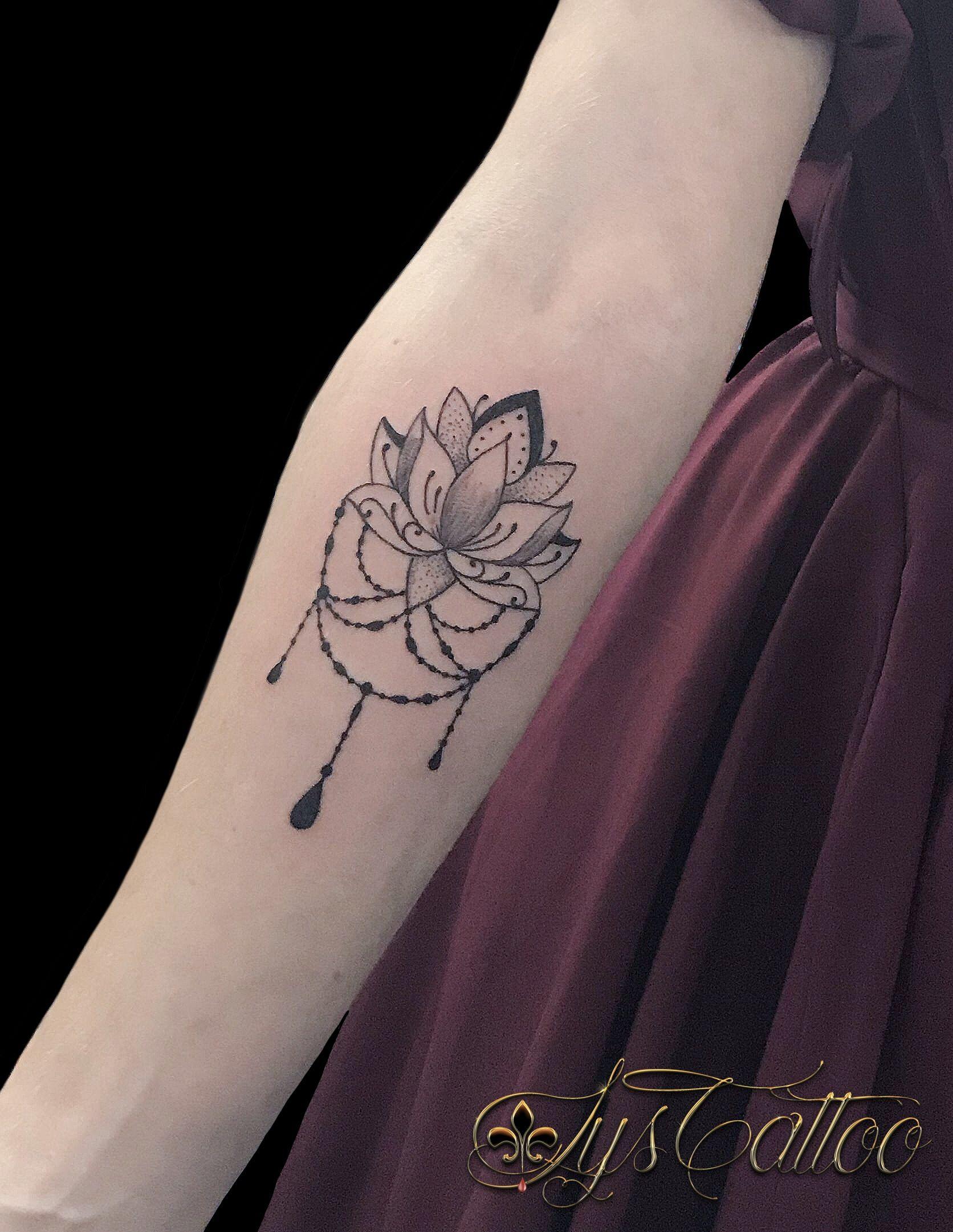 Tatouage Avant Bras Femme Fleur De Lotus Perles Bijou Type Mandala