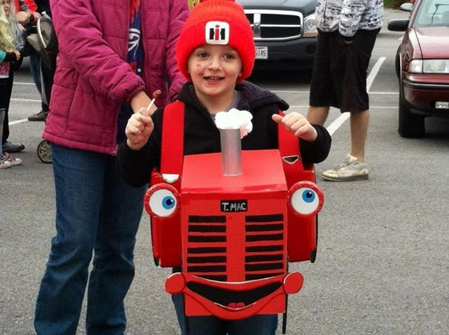 We love this @Janet Eaton Mac costume! Catch up with our Tractor Mac - food halloween costume ideas