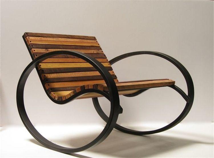 schaukelstuhl aus holz mit ungew hnlichen r dern ideen. Black Bedroom Furniture Sets. Home Design Ideas