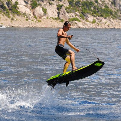 Jetsurf Motorized Surfboard: Surfing has to be up there with one of the most difficult sports known to man, or in other words, the exact opposite of curling. To ramp up the challenge and make this bodacious sport even more epic, the great people at Jetsurf created a this mutant ...Read More @ http://greateststuffonearth.com/jetsurf-motorized-surfboard/