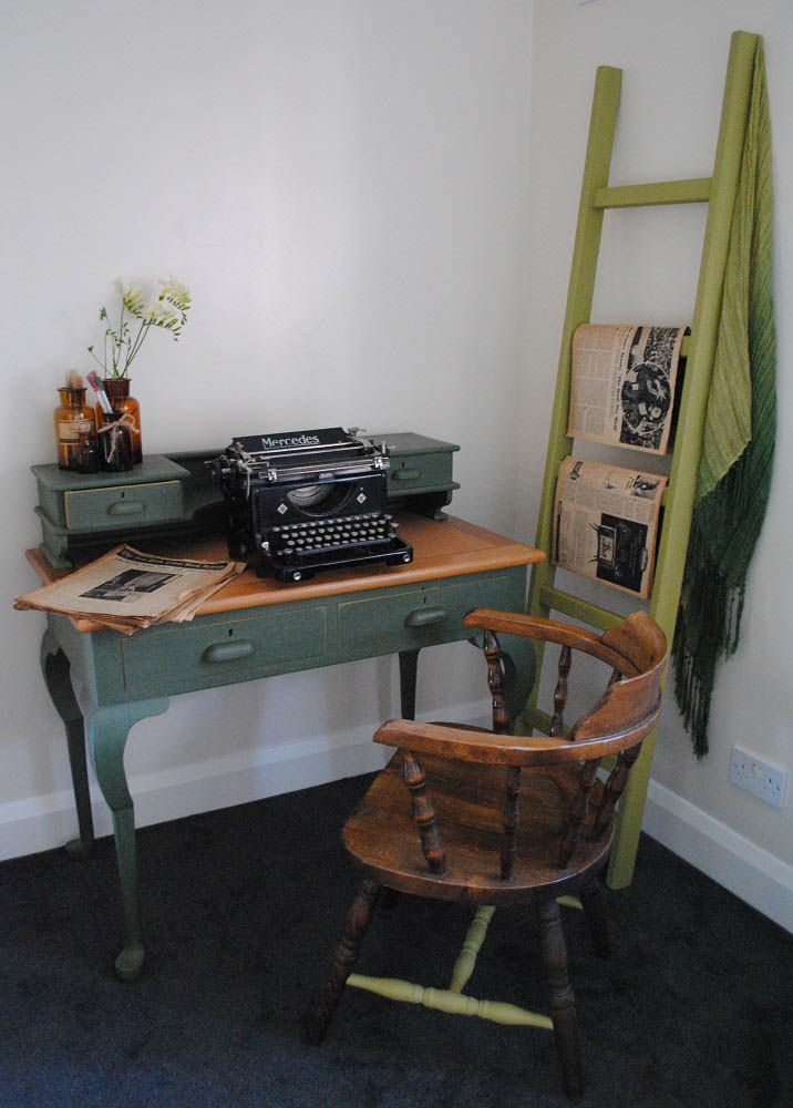 Olkd Study Room: Study Room With Ladder Typewriter Old Newspapers