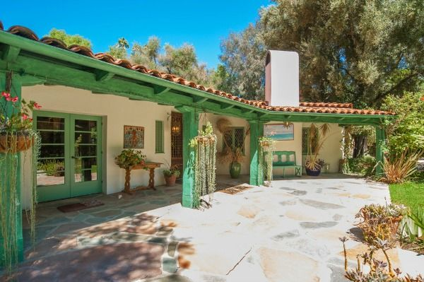 Annie Potts Puts Colorful Spanish Style Ranch On Market Hacienda Style Homes Spanish Style Homes Spanish Style
