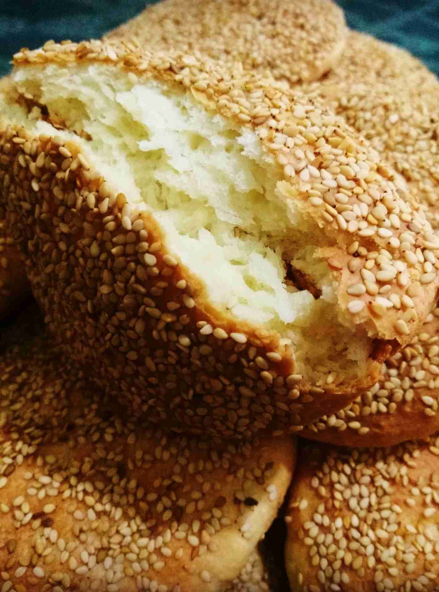 قرص بالسمسم زاكي Artisan Bread Sweet Pastries Bread Cones