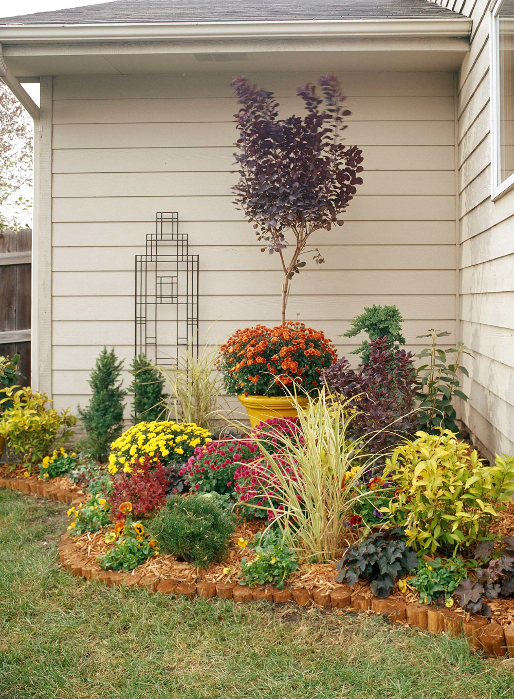 16 Simple Solutions For Small Space Landscapes In 2020 Small Backyard Gardens Landscape Ideas Front Yard Curb Appeal Backyard Landscaping