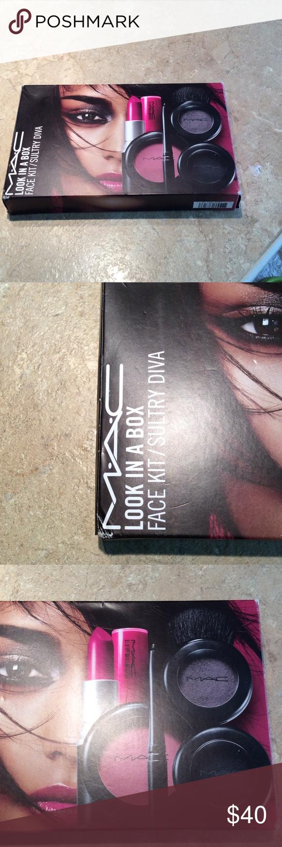100 MAC makeup kit Very nice Mac makeup kit. Didn't
